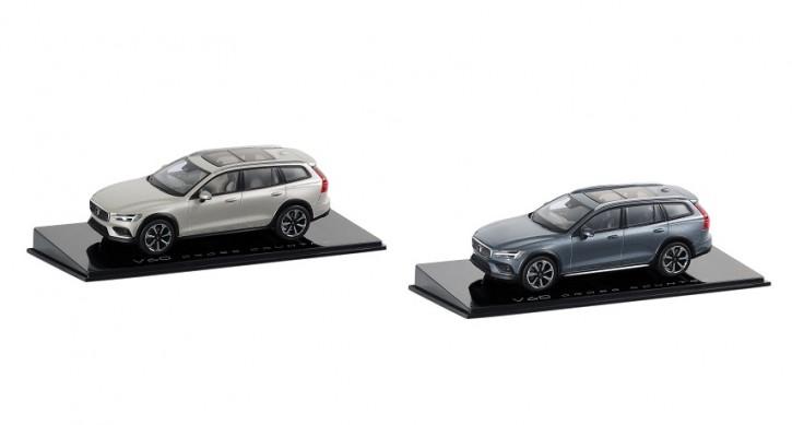 Modellauto New Volvo V60 CC Osmium Grey / Birch Light 1:43