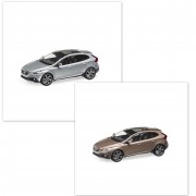 Modellauto Volvo V40 Cross Country Raw Copper / Electric Silber