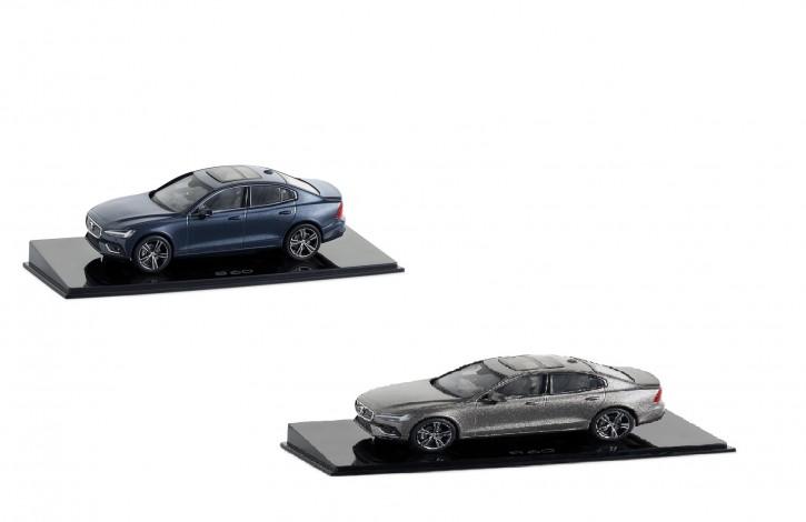 Modellauto New Volvo S60 Pebble Grey/ Denim Blue 1:43